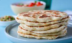 Yoghurtbrød er fluffy og friske, og du kan bruke dem til taco med masse fyll, eller smøre Nugatti på til dessert. Yoghurtbrød er dessuten enkelt å lage!