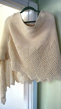 Lace Ponchette. A poncho that looks like a shawl with a lovely (and easy) lace edge. Free pattern!