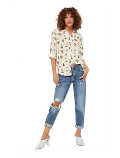 Designed for weekends and off-duty days, the low-slung MOTO Hayden is the cornerstone of casual dressing. Crafted from mid blue rigid cotton, they come cut in an oversized boyfriend fit styled jeans with a cool ripped knee detailing. Best worn with the cuffs rolled up to complement the love worn design. 100% Cotton. Machine wash.  As seen  in The 5 After Midnight music video Up In Here.