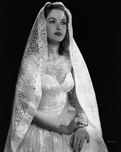 36 Stunning Vintage Wedding Dresses From Yesteryear  1946