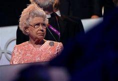 Olimpiadi Londra 2012: tutti pazzi per la Regina Elisabetta Bond Girl, il video con Daniel Craig 007