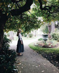 """Autumn on Côte d'Azur🍂🍂🍂🍂🍂 Девочки,мой первый сфс подходит к концу,всем спасибо,хорошо поработали!😅: •пожалуйста,не обижайтесь,кого не опубликовала,по этой причине,как раз долго не могла на него решится🙏🏻 •вы все разные,со своим стилем,прекрасными фото👌🏻 •вечером,загружу ещё одно фото с сфс и если вы зайдёте в галерею,посмотрите на последние 15 фото,получится """"сказка"""": девушка живущая в усадьбе с видом на горы,озеро,парк с розами,пьющая кофе с гортензиями и макаронс💕или что вам…"""
