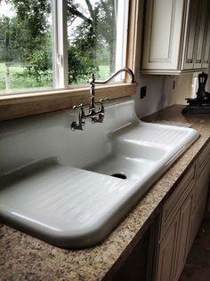 Best Farmhouse Kitchen Sink Design Ideas And Decor Farmhouse sink Vintage Kitchen Sink, Vintage Sink, Farmhouse Sink Kitchen, Old Kitchen, Kitchen And Bath, Kitchen Ideas, Kitchen Decor, Vintage Farmhouse Sink, Farmhouse Style
