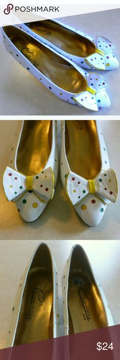 Vintage Polka Dot Bow Heels - Size The cutest vintage shoes. Colorful polka dots and big bows at the toe. In excellent condition; genuine leather and made in Spain. Vintage Heels, Vintage 70s, Vintage Ladies, Polka Dot Shoes, Polka Dots, 70s Fashion, Vintage Fashion, Fashion Trends, Bow Heels