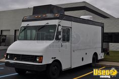 Turnkey 2000 Diesel Freightliner Salon on Wheels with Unused 2019 Salon for Sale in Michigan! Turnkey 2000 Diesel Freightliner Salon on Wheels with Unused 2019 Salon Mobile Hair Salon, Mobile Beauty Salon, Beauty Salon Decor, Beauty Salon Design, Nail Salon For Sale, Hair And Nail Salon, Dental Office Design, Healthcare Design, Design Offices