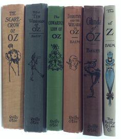 Lot 1389: (6) Reilly & Lee Frank Baum Wizard Of Oz Book Lot December 12, 2015