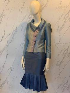 Blouse Batik, Thai Style, Traditional Dresses, Asian, Blazer, Outfits, Pretty Clothes, Woman Clothing, Suits