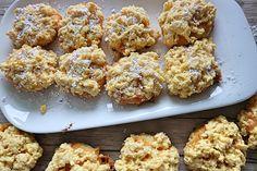 """Kekse """"Aschenputtel"""" mit Puderzucker bestreuen"""