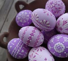 38 Fabulous Easter Home Decor Ideas - Easter is a festival to enjoy and rejoice. Food, family and fun are the highlights of the festival. Lavish food, colorful decor, warm get-togethers; Easter Egg Crafts, Easter Eggs, Easter Egg Designs, Diy Ostern, Easter Colors, Easter Celebration, Egg Art, Egg Decorating, Colorful Decor