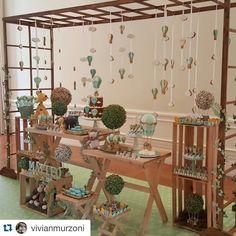 A mesa completa do Chá do Matteo! #maymacarons #macarons #mesasdecoradas…