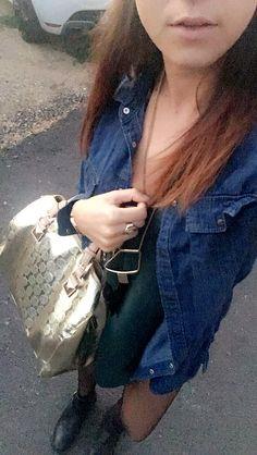Black boots Eden Shoes - Golden bag Mickael Kors - Green Top H&M - Denim jacket New look. New Outfits, Denim Shorts, Jackets, Women, Fashion, Down Jackets, Moda, Women's, La Mode
