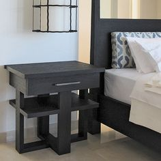 Pagode bedside table