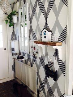 eteinen,mustavalkoinen,tapetti,kuvio,seinähylly,koriste-esineet
