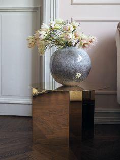 Vase Brügge fra H. Skjalm P. Sidebord Slit Table i messing fra Hay.