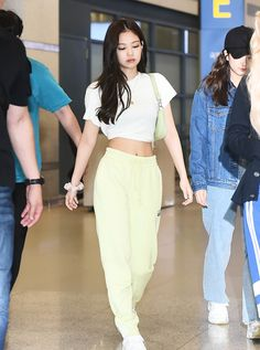 BLACKPINK Jennie's Fashion Look at Incheon Airport on July 2019 - CodiPOP - - Count on Blackpink's Jennie to rock her cropped tops and sporty looks. Blackpink Outfits, Kpop Fashion Outfits, Korean Outfits, Polyvore Outfits, Airport Outfits, Outfit Designer, Fashion Looks, Blackpink Fashion, Latex Fashion