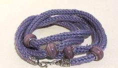 Gestricktes Armband aus Baumwolle handgemacht von MaschenTanz auf DaWanda.com