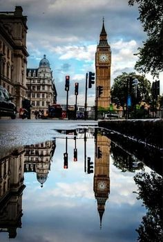 London Big Ben - London even looks great in the rain! See the houses of parliament and Big Ben, travel to Oxford Street for shopping and Covent Garden for the entertainers, then go for dinner. What a life! Places To Travel, Places To See, Beautiful World, Beautiful Places, Beautiful London, Beautiful Mess, Voyage Europe, Adventure Is Out There, Places Around The World