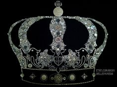 Button Art Crown Buttons & Swarovski Crystals #buttonart #buttons #swarovski #handmade #crafts #diy #art #crown #royal #keepcalm #zetataualpha #zta #buttoncrown #royalfamily #royalcrown #crystalcrown #jeweledcrown #corona
