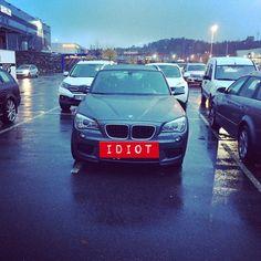 Ennå en som er så livredd for den fine bilen sin at han opptar to plasser. #idiotparkering #parkering #ego http://instagram.com/p/ujY5CXvPp5/
