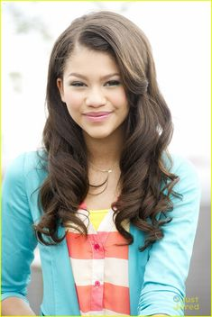 A picture of this beautiful girl.(ZENDAYA!)