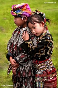 Boli People, Mindanao, Philippinen - Finding the Inner Adobo - Kinder Kids Around The World, People Around The World, Precious Children, Beautiful Children, Population Du Monde, Beautiful World, Beautiful People, Filipino Culture, Mindanao