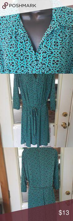 Dress 4 Work Nice 3/4 sleeves. Comes with matching material belt. V~Neck.  Length measure shoulder to hem 38 Bust measures 38 Black & Aqua Colors. Dresses Midi