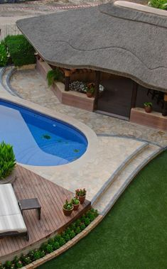 Beautiful pool-house with thatched roof!