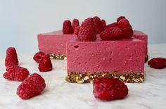 Szukacie przepisu na pyszny letni deser? Idealnym pomysłem jest malinowy sernik na zimno - różowy i lekki jak delikatne różane płatki.