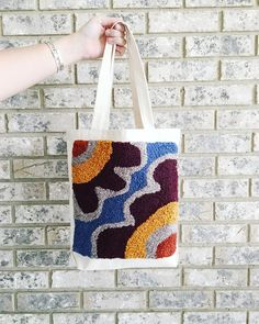 Punch needled patch on a tote! - Vicki Taeymans - - Punch needled patch on a tote! Cross Stitch Embroidery, Hand Embroidery, Hook Punch, Punch Needle Patterns, Latch Hook Rugs, Yarn Thread, Punch Art, Embroidery Techniques, Rug Hooking