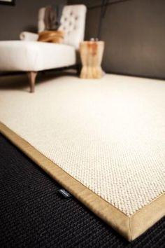 Bílý vlněný koberec s bordurou, rozměry a zakončení na míru. / White pure wool rug with the individual dimensions and edging.  http://www.bocapraha.cz/cs/aktualita/77/vlnene-koberce-z-novozelandske-vlny/