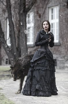 Witch or shapeshifter Victorian Gothic Lady and the Wolf Dark Beauty, Gothic Beauty, Goth Victorien, Foto Face, Wolf Totem, Jolie Photo, Gothic Art, Victorian Gothic, Victorian Photos