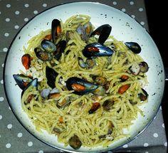 Pasta cozze vongole e bottarga Spaghetti, Pasta, Ethnic Recipes, Food, Meal, Eten, Meals, Noodles, Noodle