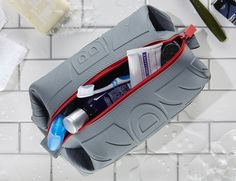 Simplify the way you pack with the würkin stiffs Toiletry Doppel Bag. Coming in six stylish colors, this ain't your dad's toiletry bag.