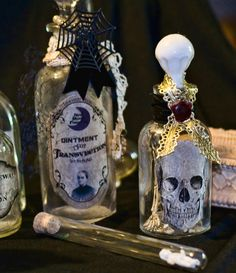 DIY - Many a potion bottle... (Source : http://www.cheekymagpie.com/?p=5733)