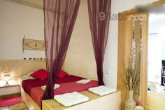 African themed, romantic flat for 4 (or just 2) close to Las Ramblas. 45m², 2 balconys, fully equipped kitchen, TV and internet, fresh towels and linnen plus other little surprises to make your stay extra pleasant. €55/night