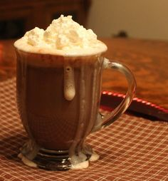 nutella hot cocoa infused with marshmallow or caramel vodka!! Warm Cocktails, Holiday Cocktails, Cocktail Drinks, Christmas Drinks, Christmas Goodies, Caramel Vodka, Caramel Apples, Crockpot Drinks, Nutella Hot Chocolate