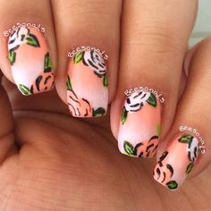 Peach gradient with flower accents. (by @beesonails on IG)