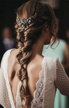 bride hair ideas Hair ideas and inspiration for a boho, festival, outdoor wedding and bride Sporty Hairstyles, Trending Hairstyles, Messy Hairstyles, Straight Hairstyles, Hairstyle Ideas, Classic Wedding Hair, Wedding Hair Side, Boho Wedding Hair, Wedding Hairstyle