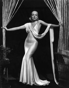 A panoramic celebration of Hollywood fashion in words, still photographs and drawings. Hollywood Fashion, Vintage Hollywood, Golden Age Of Hollywood, Hollywood Stars, Classic Hollywood, Old Hollywood Glamour Dresses, Hollywood Costume, Old Hollywood Style, Carole Lombard