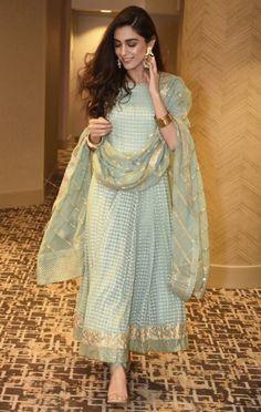 Precious Tips for Outdoor Gardens - Modern Simple Pakistani Dresses, Pakistani Dress Design, Indian Dresses, Indian Outfits, Simple Anarkali, Eid Outfits, Party Outfits, Desi Wedding Dresses, Asian Wedding Dress