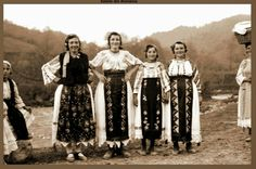 Taranci din Voislavasi portul popular 1937-'41! Romania, Popular, Popular Pins, Most Popular