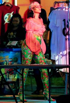 Rihanna Goes Bra-Free in a Sheer Crop Top and Skintight Floral Pants Mode Rihanna, Best Of Rihanna, Rihanna Riri, Rihanna Style, Rihanna Music Videos, Looks Rihanna, Phresh Out The Runway, Kylie Jenner Look, Rihanna Outfits