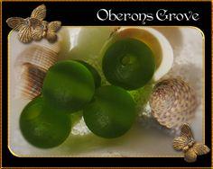 10 runde Lampwork Perlen frosted grün 10mm von OberonsGrove auf Etsy