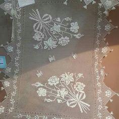 Needle Lace, Needle And Thread, Filet Crochet, Crochet Doilies, Romanian Lace, Unique Crochet, Bargello, Curtains, Beads