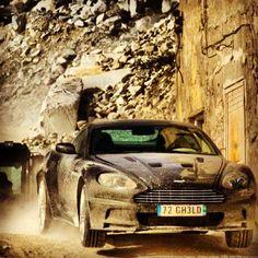 Aston Martin Getting Dirty! In Bond movie opening scene. Dream Car Garage, My Dream Car, Dream Cars, Aston Martin Dbs, Aston Martin Vantage, Corvette C7 Stingray, Ford Girl, Beetle Car, Car Ford