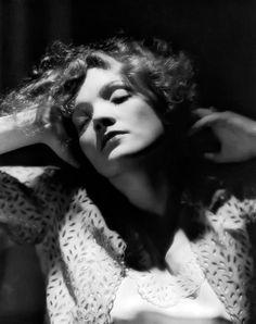 Marlene Dietrich, 1930. Fotografiada por Eugene Robert Richee.