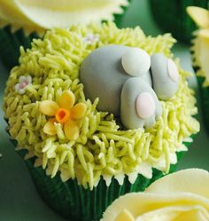 Bottom's Up cupcake decoration for Easter. This is a Flickr photo, pinning for the idea.