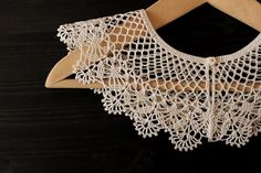 Crochet Flower Tutorial, Crochet Flowers, Bridal Accessories, Women Accessories, Crochet Stitches, Knit Crochet, Crochet Lace Collar, Beautiful Crochet, Collar Necklace