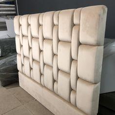 Este posibil ca imaginea să conţină: interior Luxury Bedroom Design, Bedroom Bed Design, Bedroom Furniture Design, Sofa Furniture, Home Decor Bedroom, Custom Furniture, Bed Back Design, Bed Frame Design, Bed Headboard Design