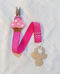 Portaciuccio cupcake rosa. Fermaciuccio nastro pois. di ShopF4m, $9.00
